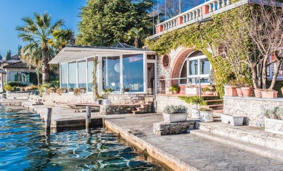 L'esterno del ristorante, sul lago di Garda