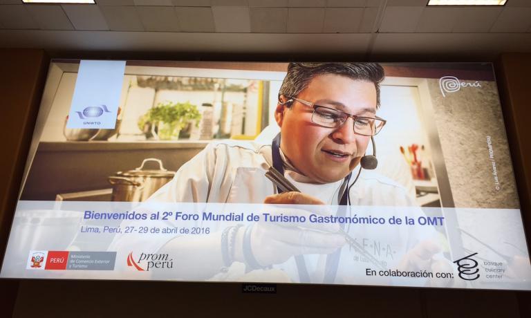 Chi in questi giorni arriva all'aeroporto internazionale di Lima, nella grande sala per la consegna dei bagagli trova solo cartelloni che presentano il Global Forum on Gastronomy Tourism in programma dal 27 al 29 aprile nella capitale peruviana