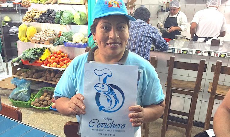 Erica, la proprietaria della migliore cevicheria all'interno del mercato del Surquillo a Lima