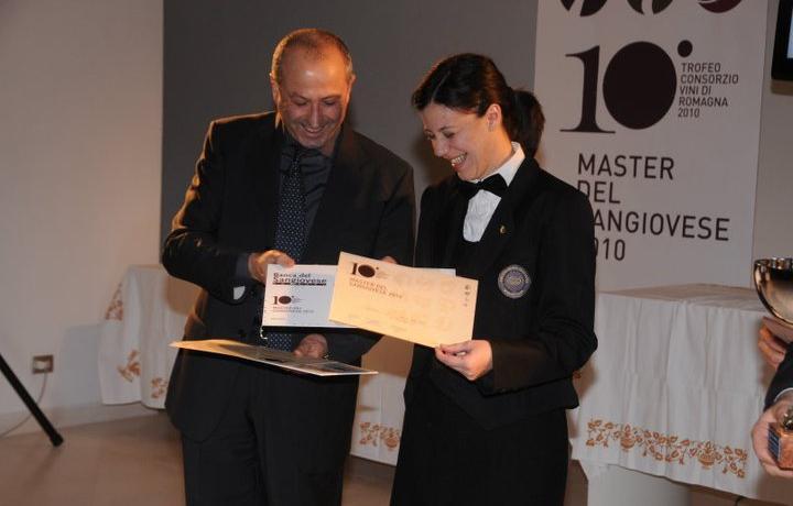 Annalisa Linguerri, donna di sala del ristorante Fm - con gusto di Faenza, in una foto d'archivio: fece suo il titolo di Master Sangiovese 2010