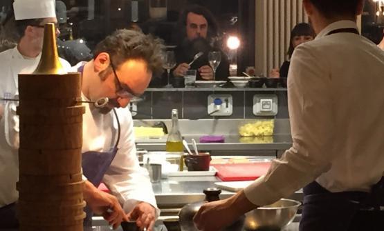 Paolo Lopriore al pass del suo ristorante