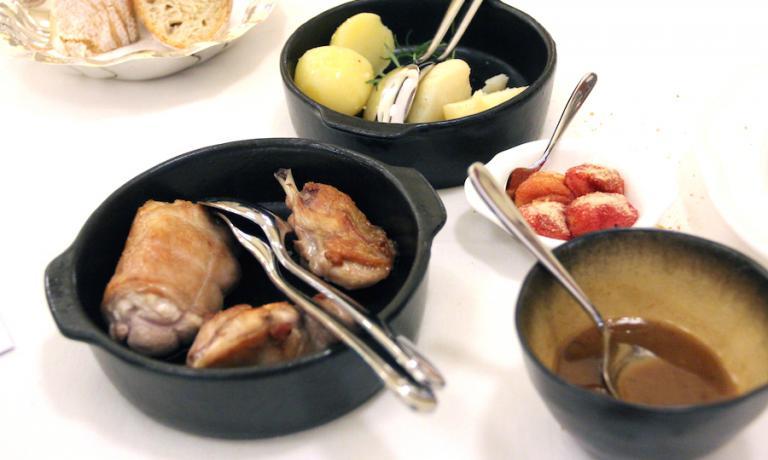Il Coniglio con patate, pomodori gratinati e il suo intingolo di Paolo Lopriore
