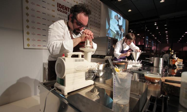 Paolo Lopriore al congresso Identit� Milano 2015. Lo chef esordir� marted� prossimo con il suo primo indirizzo milanese, in attesa che l'insegna comasca sia pronta, nel 2016