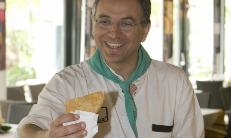Enzo Coccia e la sua leggendaria pizza fritta alle Strade della Mozzarella 2008, primissima edizione