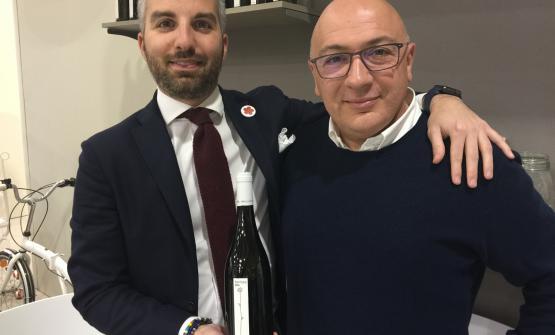 Luca Baccarelli e Luca Rosati con la bottigliadi Fiorfiore di Roccafiore