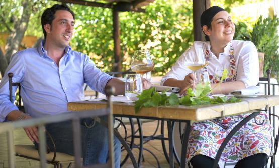 Luca e Martina Caruso, fratello e sorella, lui tra sala e accoglienza, lei a guidare la cucina di un albergo di rara, serena bellezza sull'isola eoliana di Salina, il Signum, aperto dai loro genitori nel 1988