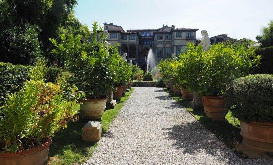 Il secentesco Palazzo Pfanner con giardino all'italiana, dove ha sede L'Imbuto di Cristiano Tomei
