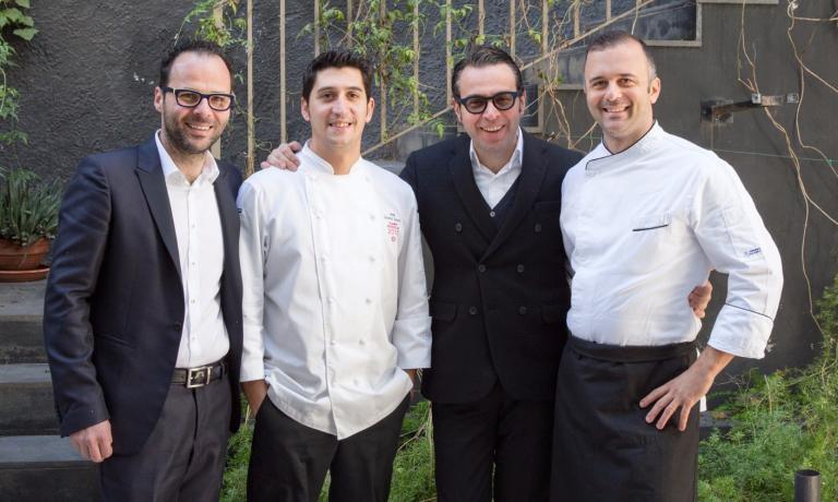 Luciano Pennisi, lo chef Giovanni Santoro, Leonardo Pennisie il sous chefMarco D'Agati sono gli artefici del successo dello Shalai, a Linguaglossa, pendici dell'Etna