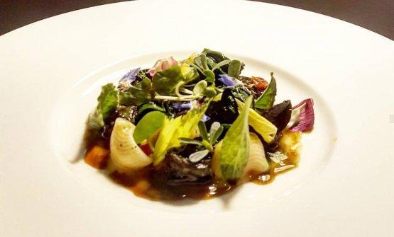 Lumache, lumache ed erbe dell'orto, un primo piatto di pasta secca di Simone Breda del ristorante Sedicesimo Secolo diOrzinuovi (Brescia)