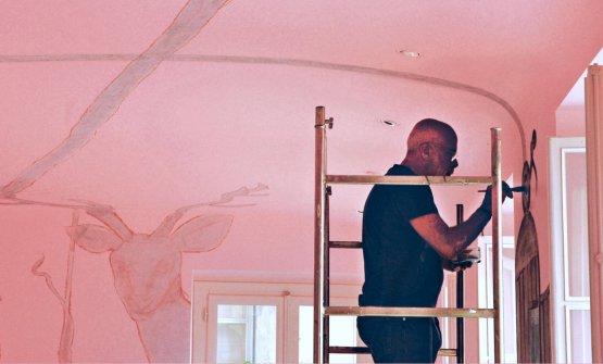 Francesco Clemente affresca il soffitto del Piazza Duomo ad Alba