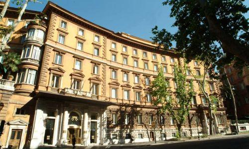 La facciata dell'hotel Majestic di via Vittorio Ve
