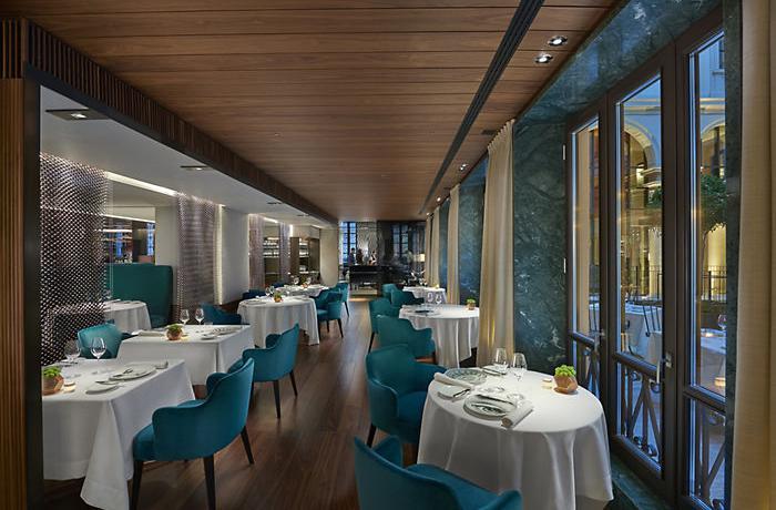 Particolare di sala del ristorante Seta del Mandarin Oriental di Milano, una stella Michelin a 3 mesi dall'apertura