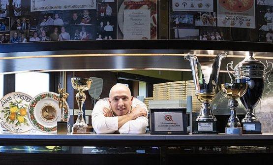 Cristian Marasco dietro al bancone della sua La Gr
