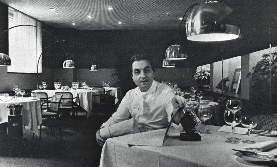 Gualtiero Marchesi nella sala del suo ristorante i