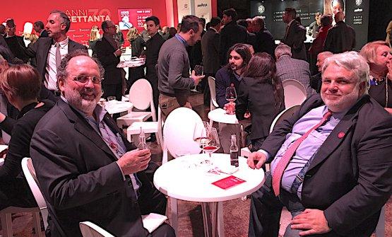 Paolo Marchi e Roberto Perrone a un evento Michelin a Milano. Foto Anna Di Martino