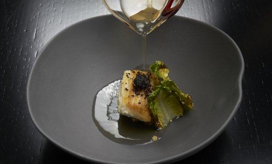 Brodo di olive verdi, razza con scarola arrostita(foto Marco Scarpa)