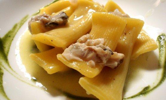 Maccheroni al torchio con anguilla affumicata, ragù d'ostrica e salsa di spinaci(Marconi, Sasso Marconi, Bologna, chefAurora Mazzucchelli)