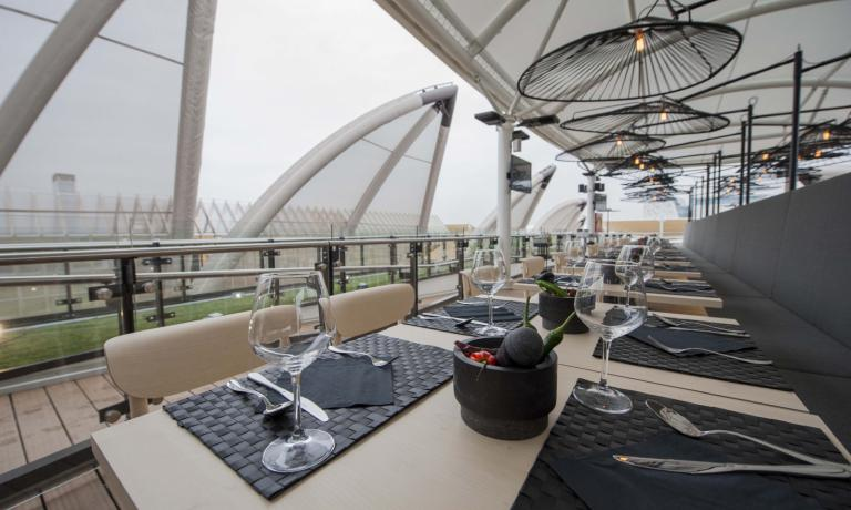 Restaurant Besame mucho, on the pavilion's terrace
