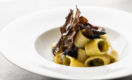 Pacòte Monograno Felicetti with flying squid, #tumapersa and crispy chards from Martina Caruso