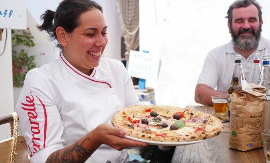 Martina Caruso con la sua pizza
