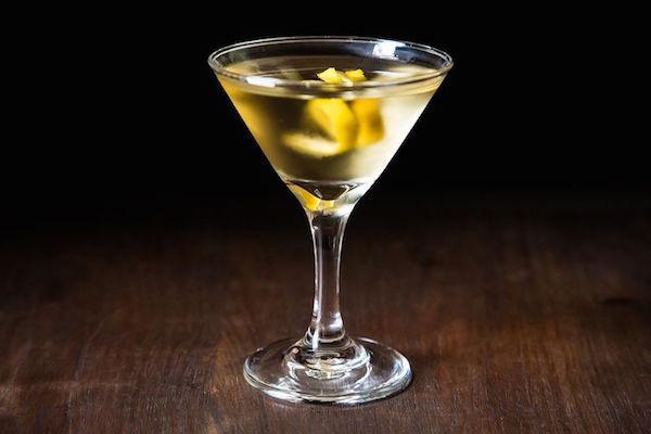 """""""Mi piace un Martini, due al massimo, dopo tre sono sotto al tavolo, dopo quattro sono sotto il mio ospite"""" - Dorothy Parker"""