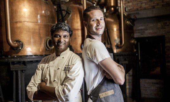 Lo chef Vinod Sookar e il bartender Federico Gallone del ristorante Al Fornello da Ricci di Ceglie Messapica (Br)