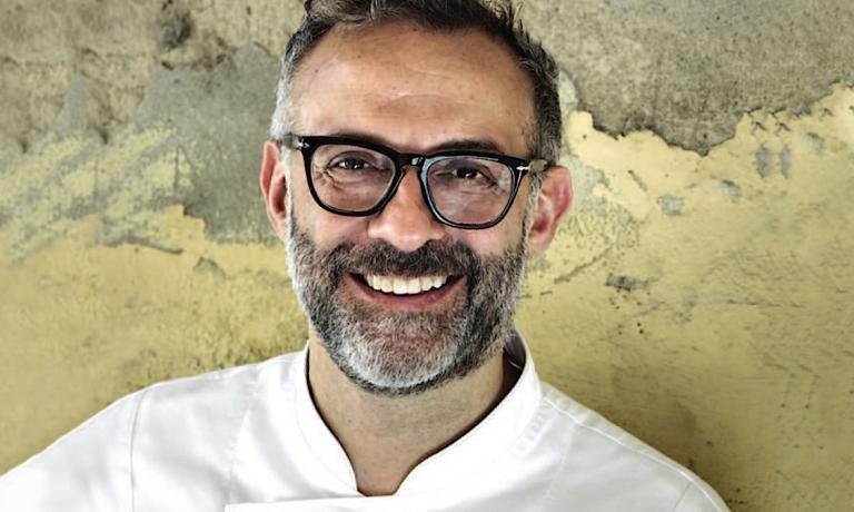 Massimo Bottura, chef-patron dell'Osteria Francescana a Modena in una foto tratta dal sito dell'Associazione Le Soste. A Bottura va riconosciuto il merito di essersi battuto come nessun altro perché il Food Act divenisse realtà