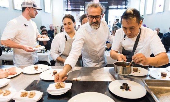 Massimo Bottura e Takahiko Kondo dell'Osteria Francesana di Modena. Il modenese ha aperto l'ultima masterclass di Identità New York, edizione numero 8 (foto Brambilla/Serrani)