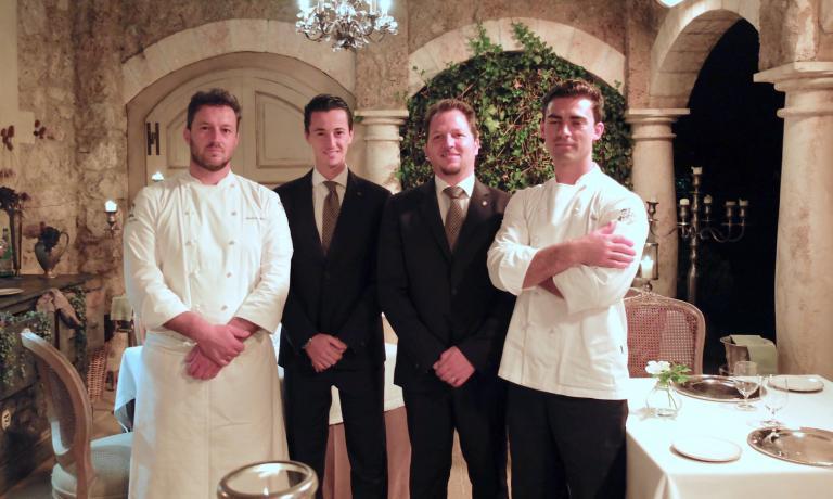 Andrea Mattei e Diego Poli con Andrea Salvatori e Daniele Arcangeli,responsabili di sala e cantinadel Meo Modo,ristorante gastronomico di Borgo San Pietro
