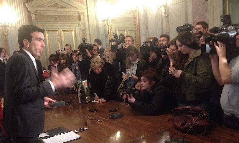 Un muro di fotografi e di giornalisti, questo si �
