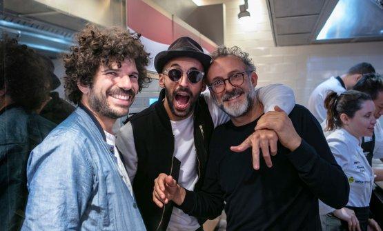 Massimo Bottura con l'amico artista JR