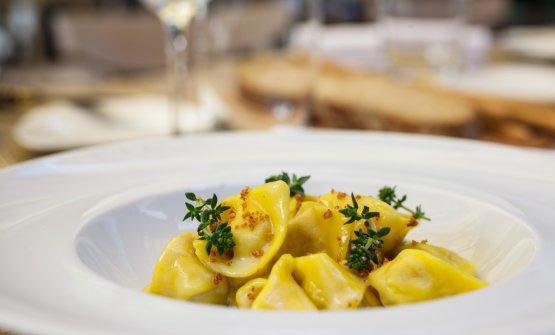Altro piatto ormai classico, ilTortellino Abocardi stracotto di manzo, mortadella, parmigiano e salsa al limone