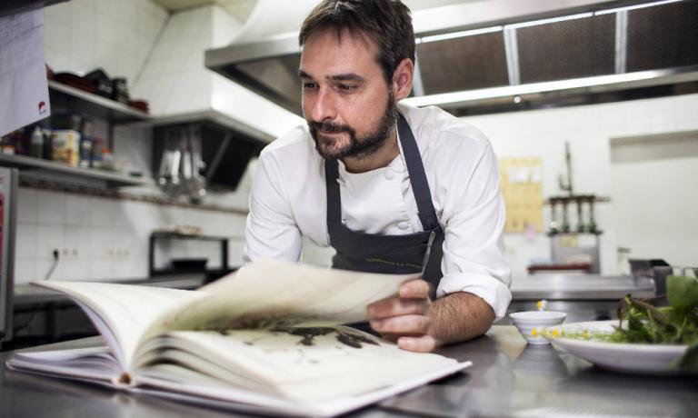 Miguel �ngel de la Cruz � il talentuoso cuoco spagnolo de La Botica de Matapozuelos (Plaza Mayor 2, Matapozuelos - Valladolid. Tel: +34.983.832942)