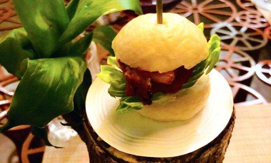 Miniburger di maiale e kimchi di ananas