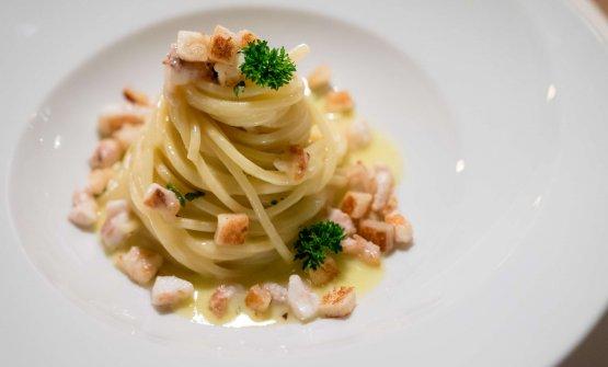 Spaghetto di Gragnano con ragù di sogliola tostata ed aglio orsino, ricotta e zafferano