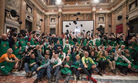Foto ricordo della finale dell'edizione 2019 del Campionato mondiale di pesto al mortaio a Palazzo Ducale a Genova. La finale 2020 è stata spostata in avanti e si terrà il 26 settembre, sempre nel capoluogo ligure