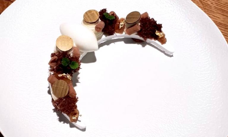 Mont Blanc: ganache di marroni della Val Bormida, bastoncini di meringa, gelato al fiordilatte, panna e marron glacè