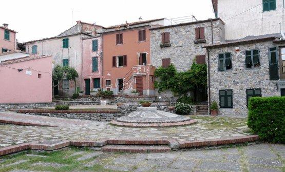 La piazza centrale di Montemarcello, frazione di Ameglia in provincia di La Spezia