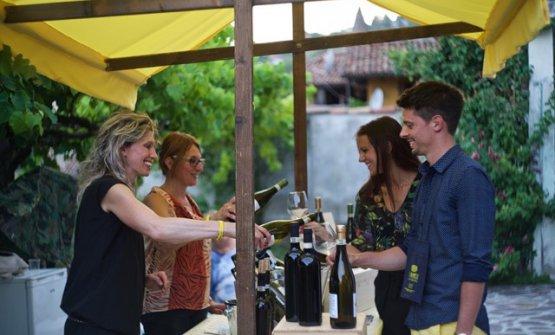 Si tiene domani sera, sabato 7 luglio, nel comune astigiano Il Canelli e i colori del vino.Per informazioni e prenotazioni, cliccare qui