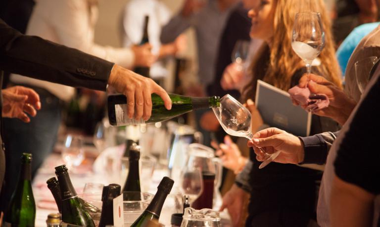 Ogni anno la splendida cornice del Kurhaus di Merano ospita uno dei più importanti appuntamenti dell'anno per il mondo del vino. Il Merano Wine Festival 2015 si terrà dal 5 al 10 novembre, con un palinsesto di incontri ricchissimo, che spazia dalle degustazioni guidate alle presentazioni, gli spazi dedicati alla gastronomia, i dibattiti e gli eventi