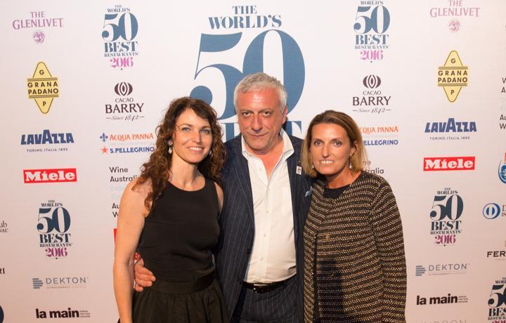 Davide Scabin tra Elisabetta Serraiotto, responsabile Marketing, Promozione e Comunicazionedi Grana Padano, e Sara Peirone di Lavazza