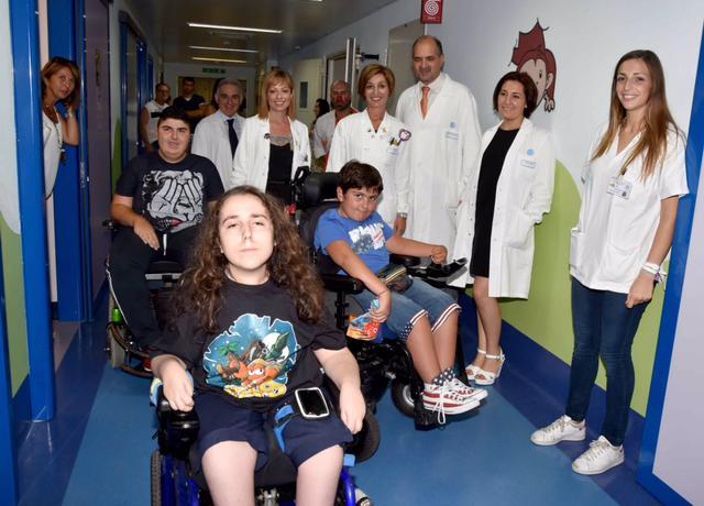 Dottori e pazienti insieme alCentro Clinico Nemo