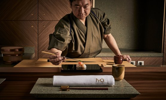 Al sushi banco dell'Iyo Aalto, grande novità: il Giappone autentico a Milano