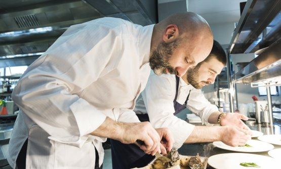 Niko Romito e il sous chefDino Como. Lavorano insieme da 10 anni (foto Brambilla/Serrani)