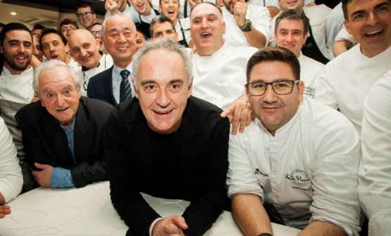 Ferran Adrià surrounded by Spanish chefs (and Nobu)