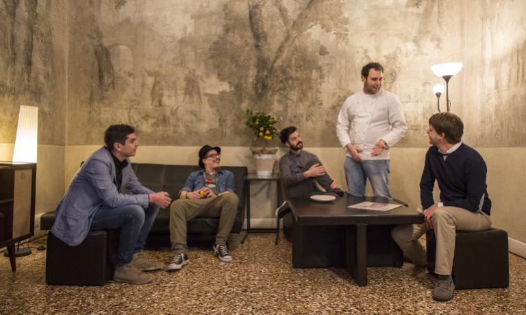 Nicola Dinato insieme agli altri soci fondatori di Cusvi, ritratti nel nuovo Circolo culturale dell'Associazione, inaugurato sabato 9 aprile