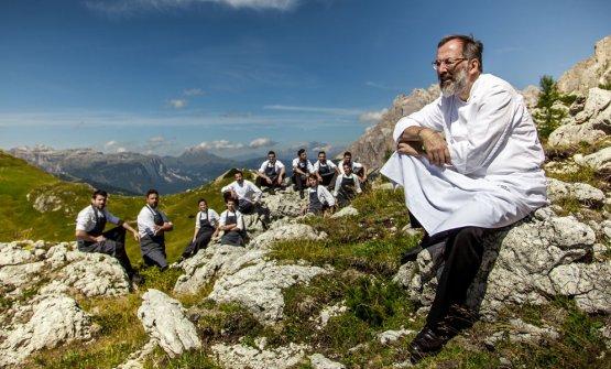 Norbert Niederkofler col suo staff tra i monti. Lo