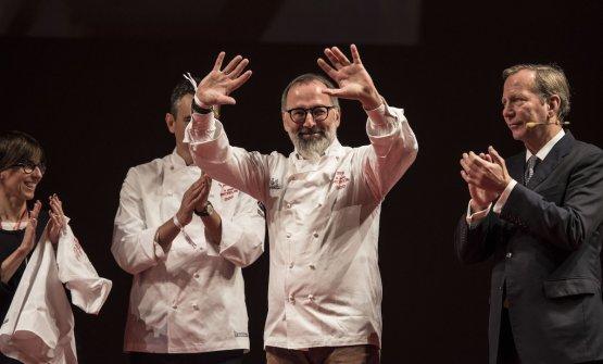 Norbert Niederkofler saluta felice il pubblico presete al Teatro Regio di Parma