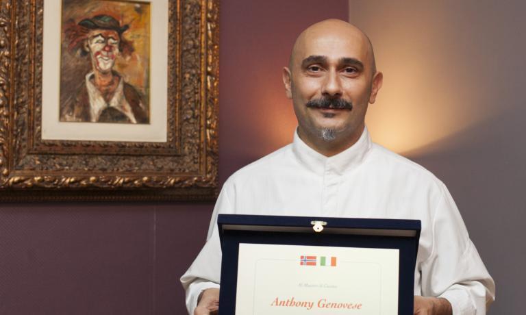 Lo chef de Il Pagliaccio Anthony Genovese è il nuovo ambasciatore dello stoccafisso di Norvegia, succede così a Felice Lo Basso. Vi raccontiamo la premiazione, la cena seguente e anche un pranzo di qualche giorno prima, splendido