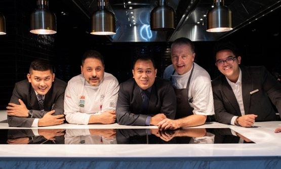 Secondo da sinistra, lo chef piacentino Daniele Repetti in Malaysia per la Settimana italiana della cucina nel mondo